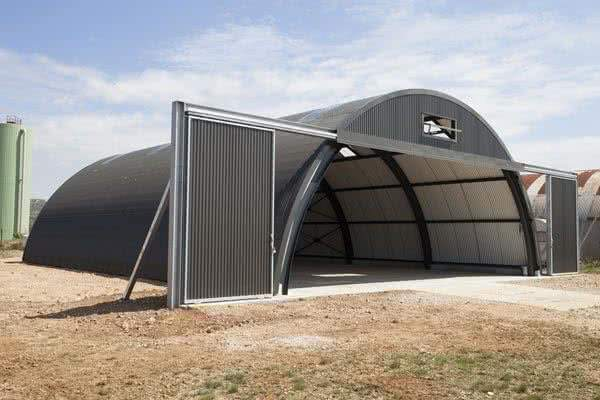 pre-engineered steel aircraft hangars